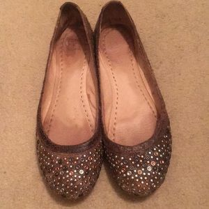 Frye Carson Studded Ballet Flats in brown. Size 10